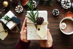 Geschenk mit plastikfreier Verpackung, Tipp für plastikfreie Weihnachten