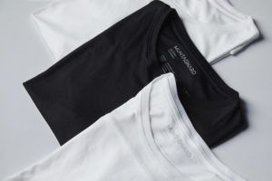 Die T-Shirts von MUNTAGNARD in weiß und schwarz