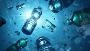 Plastikflaschen und Plastikmüll welches im Meer schwimmt - DWHI New York berichtet über Flustix Plastikfrei-Siegel